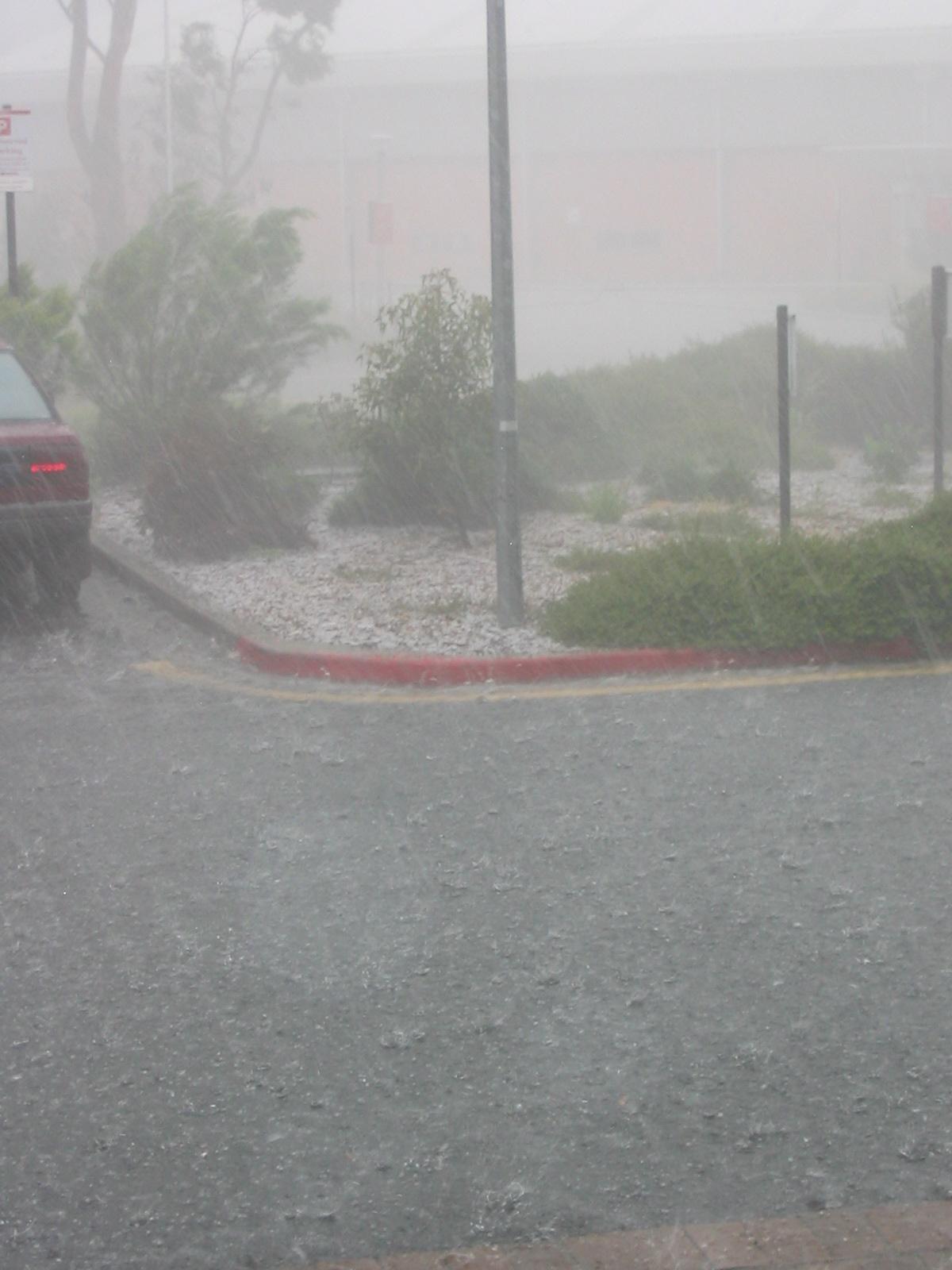 """""""http://svana.org/sjh/images/heavy_rain/heavy_rain_full.jpg"""" irudia ezin da bistaratu, akatsak dituelako."""
